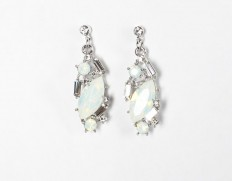 Ensemble-earrings-white-opal