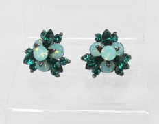 Flowerbud-earrings-emerald