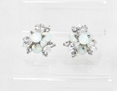 Flowerbud-earrings-white